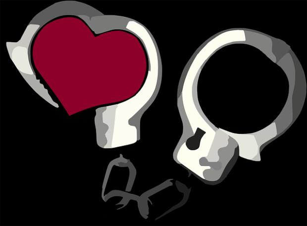 handcuffs-308898_640